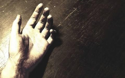 Τραγωδία: Αυτοκτόνησε μετά την απόλυση του γιου του από την ΕΡΤ