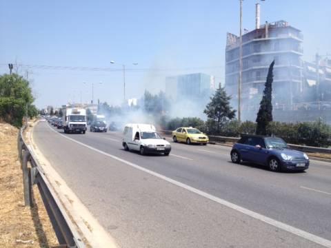 ΠΡΙΝ ΛΙΓΟ: Φωτιά σε νησίδα της Εθνικής Οδού (pic+vid)