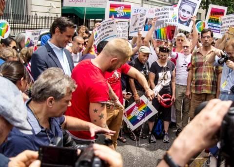 Μποϊκοτάζ στις ρώσικες βότκες κάνουν τα γκέι μπαρ στη Νέα Υόρκη