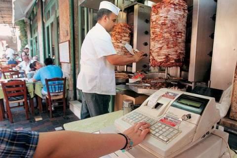 «Πρεμιέρα» για το μειωμένο ΦΠΑ στην εστίαση