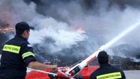Εκκενώθηκε παραλία με τη συνδρομή του Λιμενικού στη φωτιά στα Κύθηρα