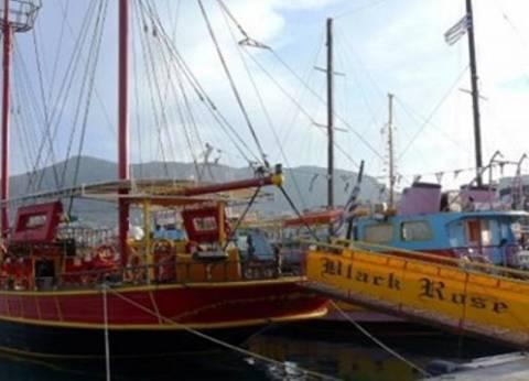 Σκάφος με 72 επιβάτες προσάραξε στη Χερσόνησο