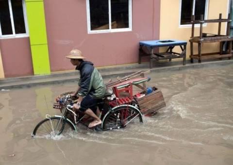 Πλημμύρες σαρώνουν τη Μιανμάρ