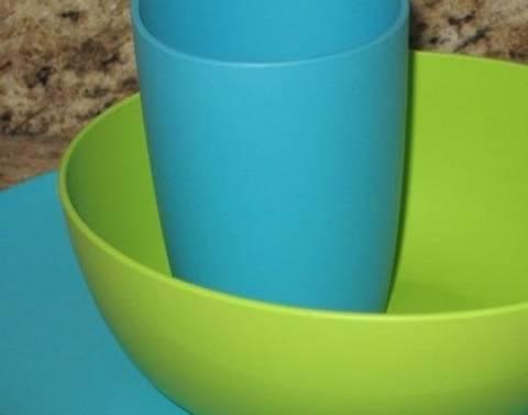 Έξυπνα tips: Πώς θα απολυμάνετε στη στιγμή, τα πλαστικά σας σκεύη!