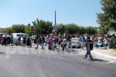 Θρήνος στην κηδεία των τριών Ρομά στην Ανδραβίδα! (VIDEO)