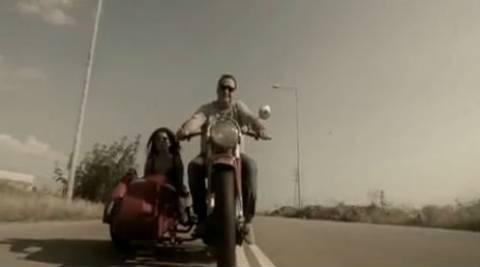 Βασίλης Καρράς: Μαρσάρει στο νέο του video clip!