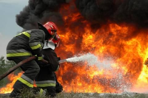Απειλεί σπίτια η φωτιά στον Κάβο Ισθμίων
