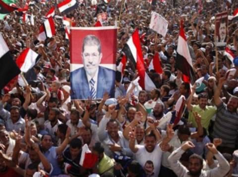 Χιλιάδες υποστηρικτές του Μόρσι πραγματοποιούν πορεία