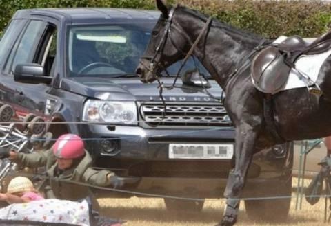 Δε φαντάζεστε τι έκανε ένα άλογο σε μωρό