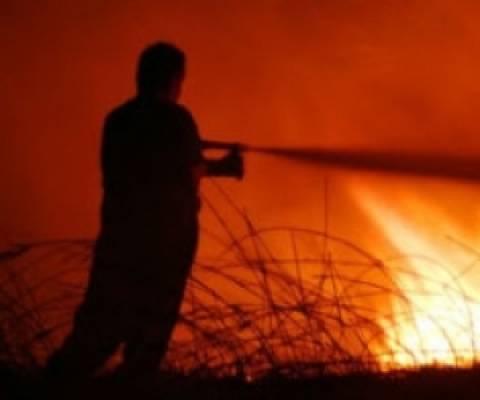 Πυρκαγιά στη Βαρυμπόμπη: Οι φλόγες πλησιάζουν σε οικισμό