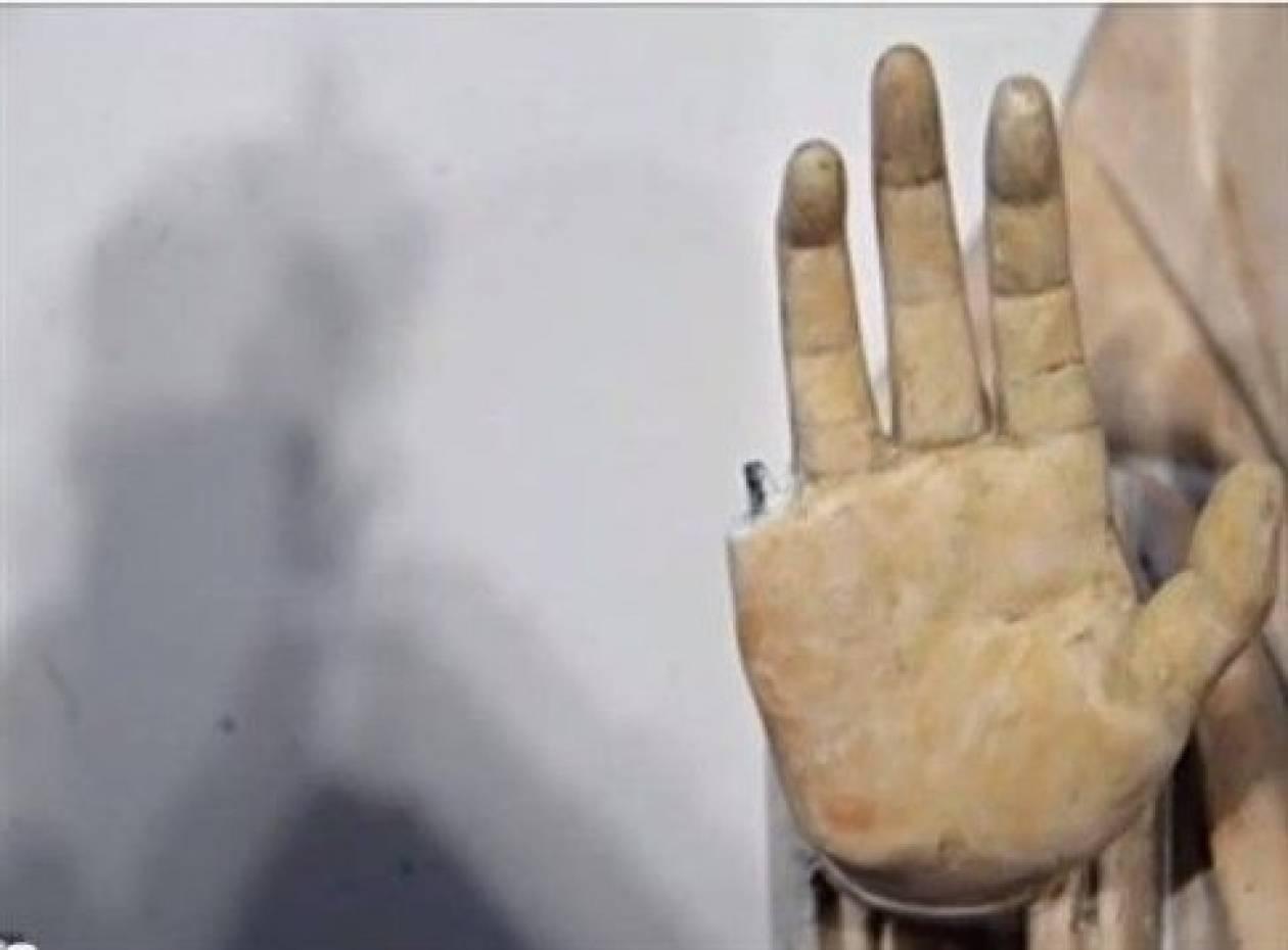 Αγαλμα 600 ετών έχασε ένα δάχτυλο εξαιτίας ενός τουρίστα