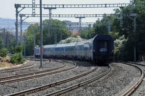 Τρένο παρέσυρε γυναίκα