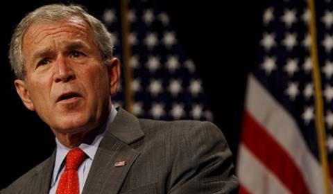 Ο Πούτιν ευχήθηκε στον Μπους ταχεία ανάρρωση μετά την εγχείριση