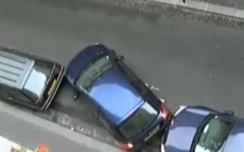 Βίντεο: Να τι κάνεις αν δε σε χωράει το πάρκινγκ