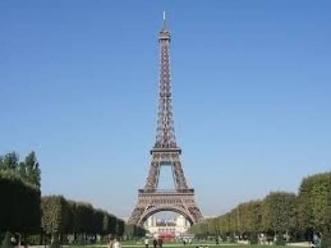 Εκκενώθηκε μετά από απειλή για βόμβα ο Πύργος του Άιφελ