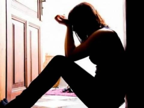 Σοκ- Κατήγγειλε τον πατριό της ότι την εξέδιδε επί 10 χρόνια