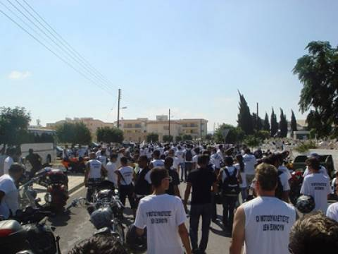 Κύπρος: Πορεία στη μνήμη των Τ. Ισαάκ και Σ. Σολωμού