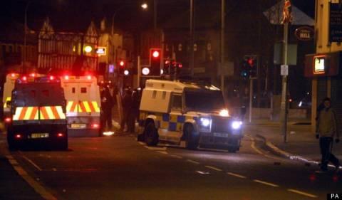 Τουλάχιστον 26 αστυνομικοί τραυματίστηκαν σε επεισόδια στο Μπέλφαστ