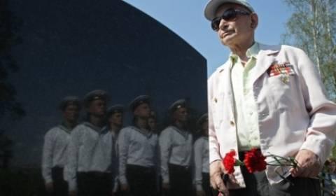 Η Ρωσία τιμά τους νεκρούς ναυτικούς του υποβρυχίου «Κουρσκ»