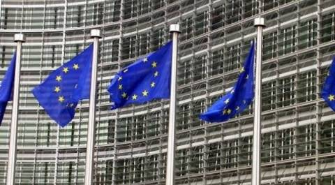 ΕΕ: Έξοδος από την ύφεση ενόψει για την ευρωζώνη, σύμφωνα με αναλυτές