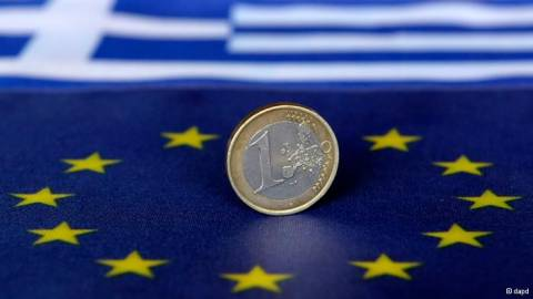 Handelsblatt: Η ελληνική οικονομία συρρικνώνεται με αργούς ρυθμούς