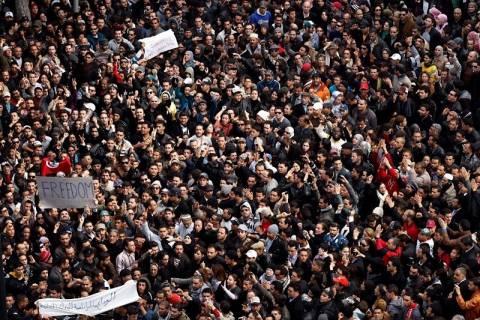 Τυνησία: Χιλιάδες αντιπολιτευόμενοι στους δρόμους της Τύνιδας