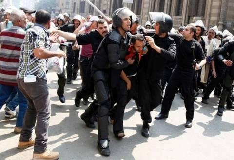 Ρόιτερς: Ο στρατός άνοιξε πυρ κατά διαδηλωτών στο Κάιρο