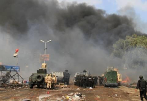 Στις φλόγες κυβερνητικό κτήριο στο Κάιρο
