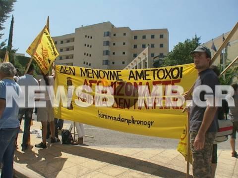 Διαμαρτυρία για τον 19χρονο Θανάση έξω από το Υπουργείο Μεταφορών