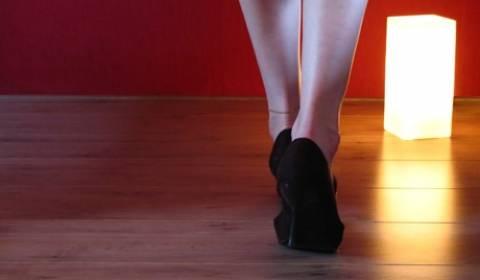 Απίστευτο! Απαγορεύτηκε στις ιταλίδες να φορούν τακούνια