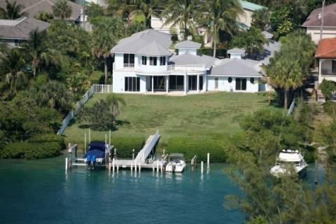 ΗΠΑ: Πτώμα άνδρα βρέθηκε στο σπίτι της ηθοποιού Ολίβια Νιούτον Τζον