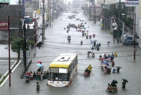 Φιλιππίνες: Οι πλημμύρες παρέλυσαν για δεύτερη μέρα τη Μανίλα