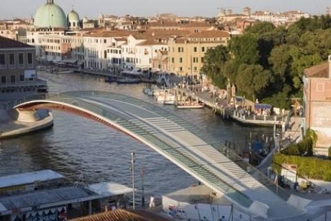 Οι Ιταλοί ζητάνε αποζημίωση από τον Καλατράβα για τη γέφυρα