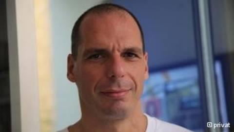 Βαρουφάκης: Εγκλημα για την ελληνική οικονομία η επιμήκυνση δανείων