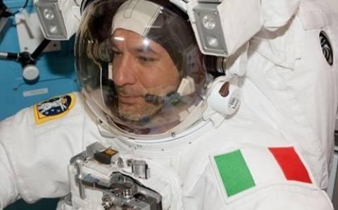 Αστροναύτης παραλίγο να πνιγεί μέσα στο κράνος του