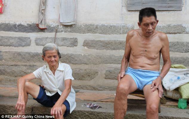 Εικόνες που σοκάρουν: Κρατούν φυλακισμένο τον γιο τους επί 30 χρόνια
