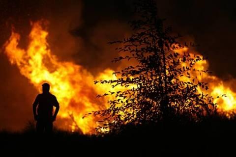 Σε εξέλιξη η φωτιά στο Μαρκόπουλο Ωρωπού