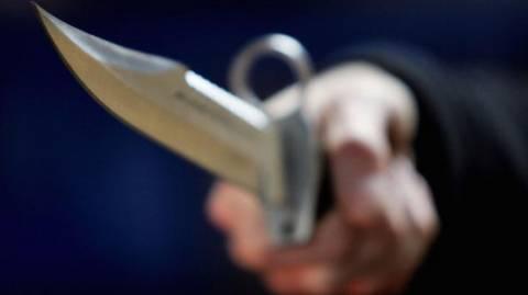 Μαχαιρώθηκε οδηγός ταξί- Προσπάθησε να του κόψει το λαιμό