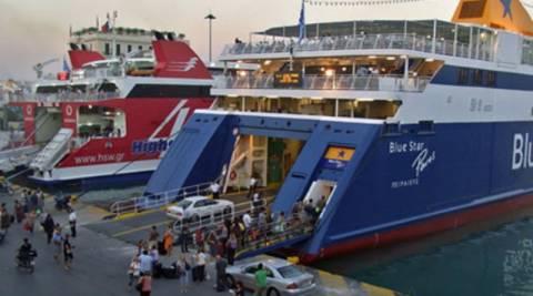 Μειωμένη φέτος η κίνηση στα λιμάνια Πειραιά - Λαυρίου
