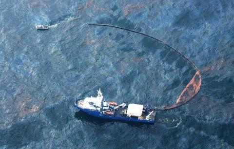 Τεράστια πετρελαιοκηλίδα απειλεί τις ακτές της Κορσικής