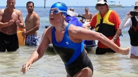 Κολυμβήτρια 64 ετών κολύμπησε από την Κούβα μέχρι τις ΗΠΑ (video)