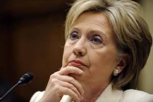 Σάλος: Εξώφυλλο δείχνει τη Χίλαρυ Κλίντον να ερωτοτροπεί με γυναίκα