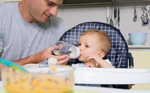 Απίστευτη μελέτη: Μικρότεροι όρχεις, καλύτερος... πατέρας!