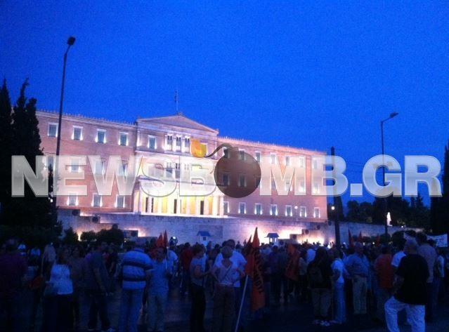 Ολοκληρώθηκε το συλλαλητήριο της ΟΛΜΕ στο Σύνταγμα (pics+vid)