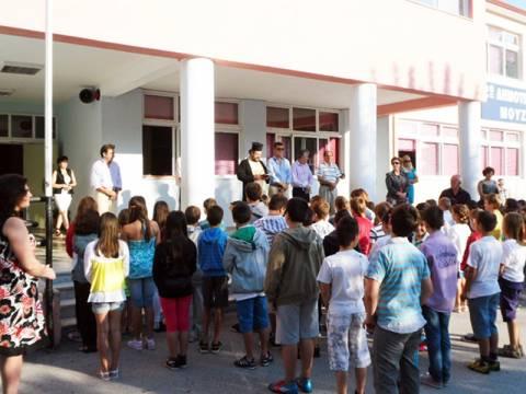 Ξεκινούν σήμερα τα σχολεία