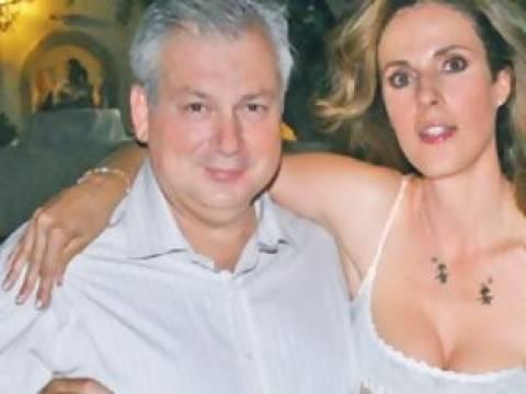Χειροπέδες και στη πρώην γυναίκα του Καρούζου για συνέργεια