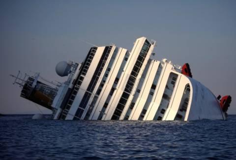 Ξεκινά τη Δευτέρα η ανέλκυση του Costa Concordia