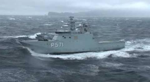Επικίνδυνη προσγείωση ελικοπτέρου σε πλοίο εν μέσω θαλασσοταρχής
