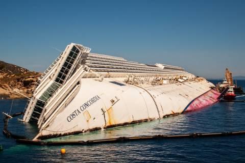 Ιταλία: Αύριο η επιχείρηση ανέλκυσης του Costa Concordia
