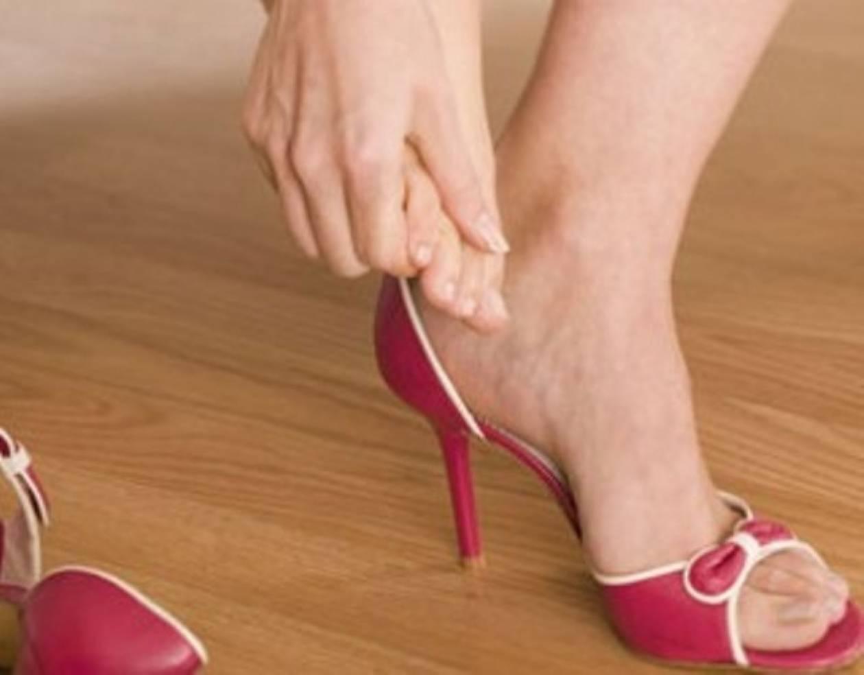 a0c63715bcc Φοβερό κόλπο για να ανοίξετε τα στενά παπούτσια - Newsbomb